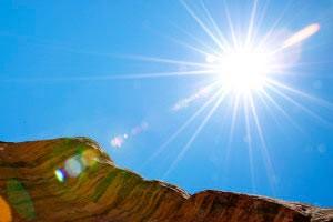 چرا آسمان آبی و خورشید زردرنگ است؟