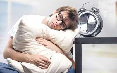 رابطه بین مشکلات خواب و احساس بی ارزشی در ارتباط…